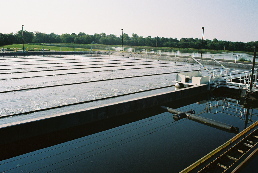 Installation featuring a Biolac System, additionally with clarifier and skimmer