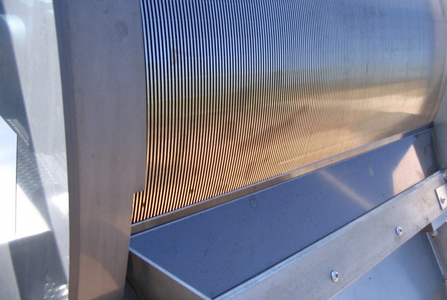 Closeup of the Rotostrainer Externally Fed Screen media